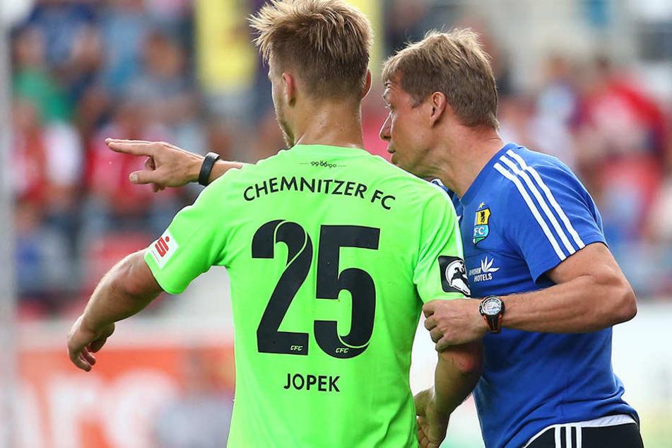 Hier erhält Jopek Anweisungen von Sven Köhler.