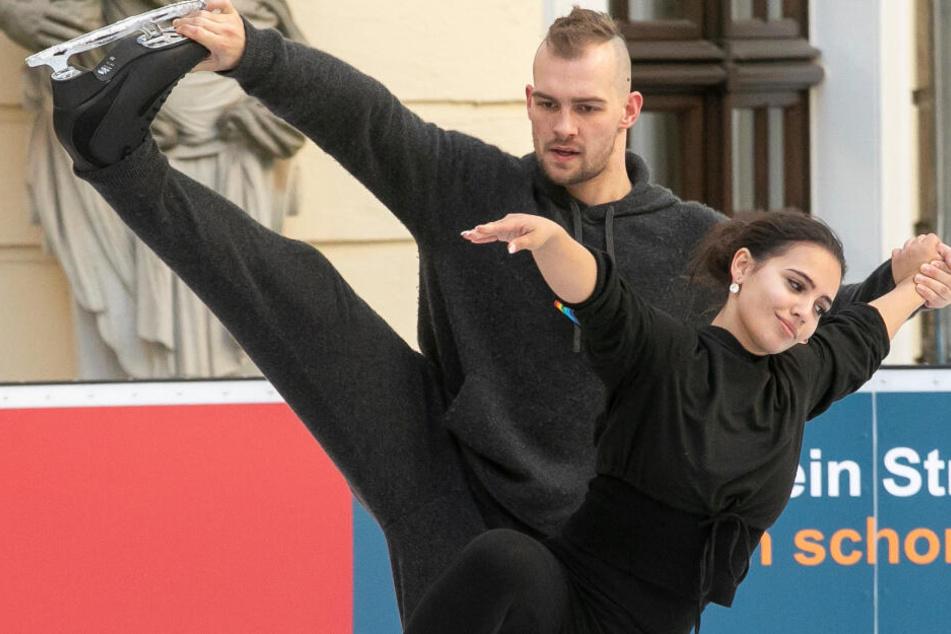 """""""Dancing on Ice"""": So eisern übt Eric Stehfest mit Amani auf der Bahn im """"Kempi"""""""