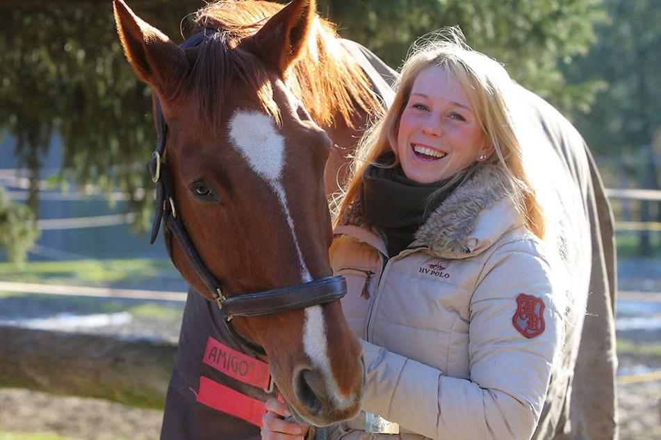 Kann nach dem Freispruch wieder lachen: Ilka H. (28) vom Pferdesportverein  Jessen mit Wallach Loxley.