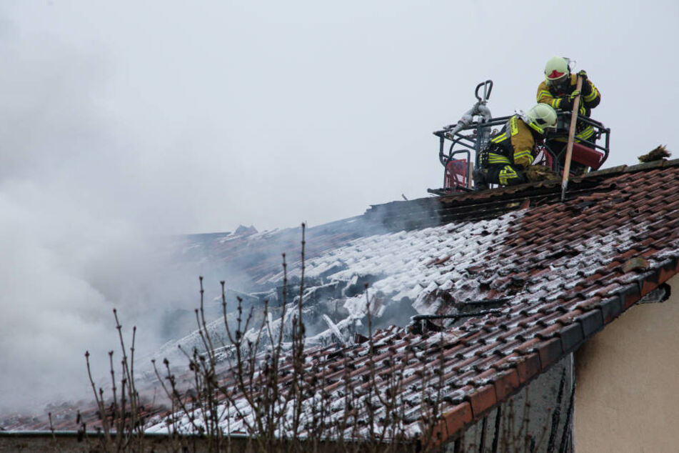 Der Dachstuhl wurde bei dem Feuer schwer beschädigt.