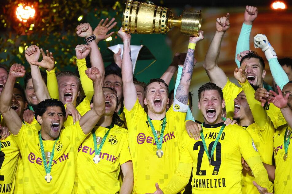 So sehen Sieger aus: Der BVB konnte zum fünften Mal den DFB-Pokal gewinnen - für RB Leipzig wäre es der erste Titel gewesen.