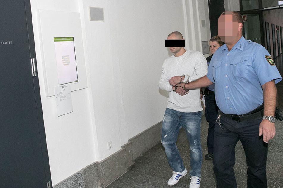 Ein Schokodieb! Der Angeklagte Daniel J. (36) am Freitag am Dresdner Amtsgericht.