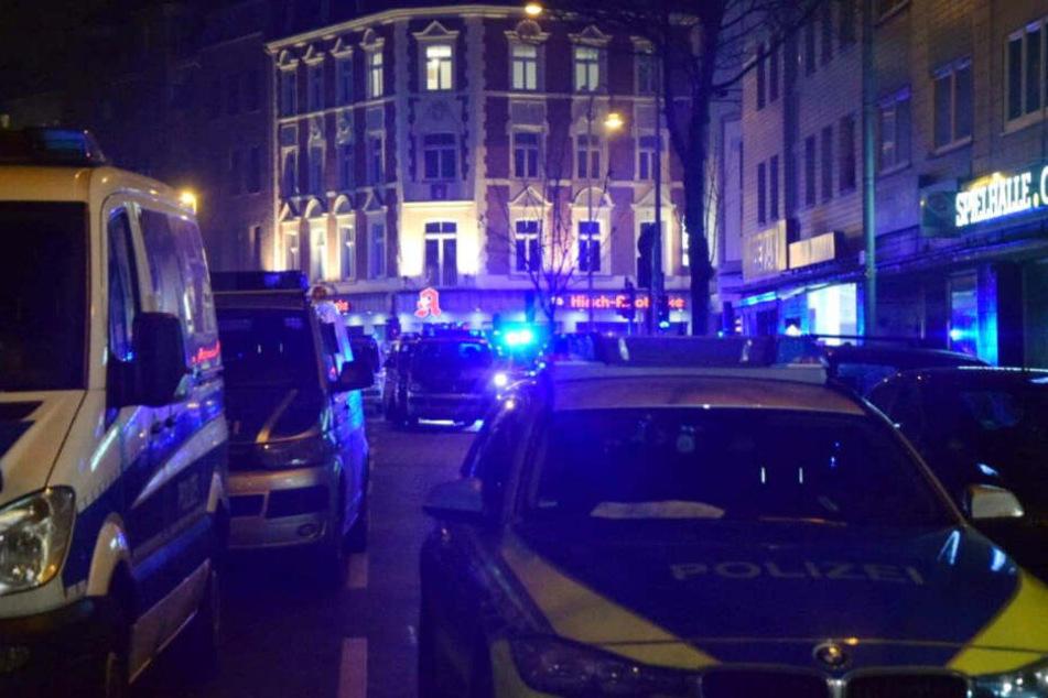 Rund 140 Polizisten waren bei der Razzia im Einsatz.