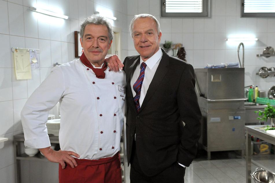 Sturm der Liebe: Die Serienbrüder Werner Saalfeld (Dirk Galuba) und André Konopka (Joachim Lätsch) in der Fürstenhof-Küche.