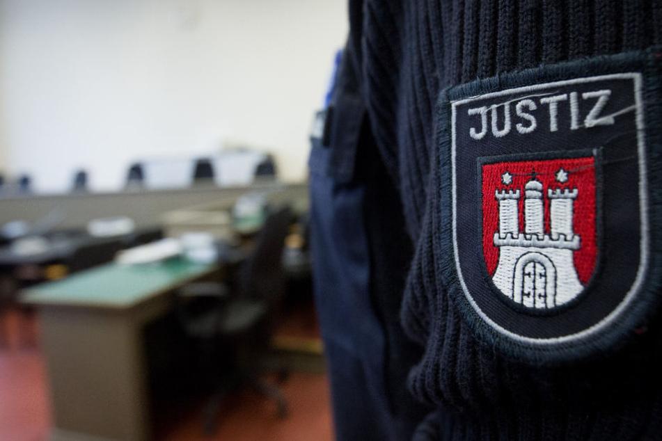 Ein mutmaßlicher IS-Kämpfer steht in Hamburg vor Gericht (Symbolbild).