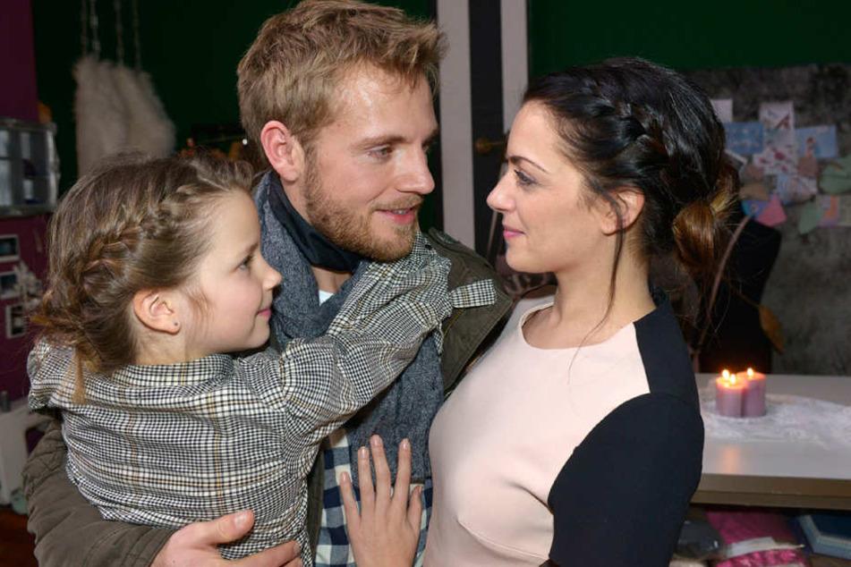 Emily (Anne Menden) und Paul (Niklas Osterloh) wollen heiraten.