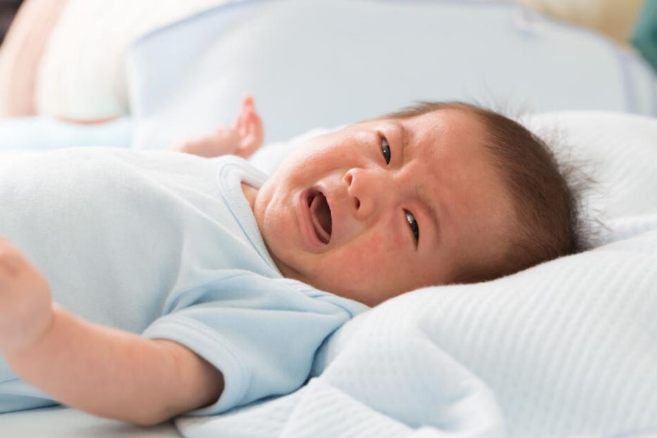 Weil das Baby schrie, wollte es seine Mutter (33) ersticken. (Symbolbild)