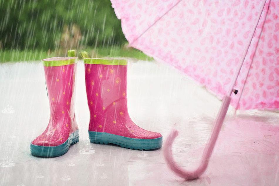Gummistiefel und Regenschirm sollten an diesem Wochenende nicht fehlen.