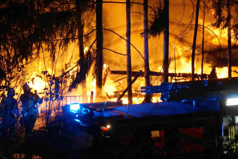 Flammen-Inferno: Mann muss ins Krankenhaus