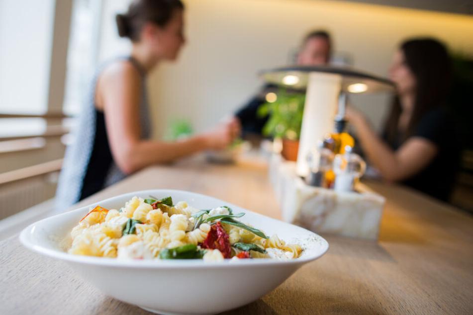 Essen von Vapiano wird frisch zubereitet, muss vom Kunden aber selbst an der Theke abgeholt werden.