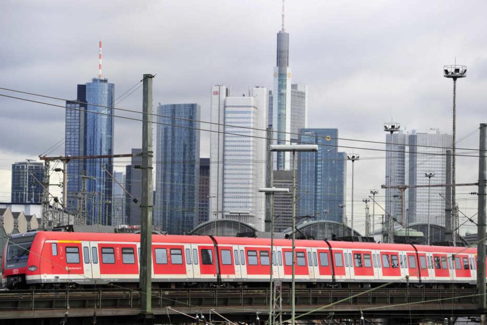 Die S-Bahn gehört in Frankfurt zu den wichtigsten Verkehrsmitteln.