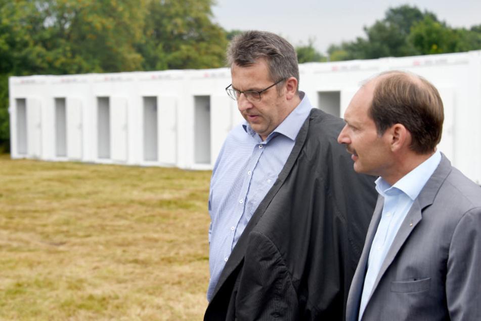 Pierre Gilgenast (rechts) hat klare Forderungen an das Land im Falle einer Wiedereröffnung der Landesunterkunft für Flüchtlinge (Archivbild).