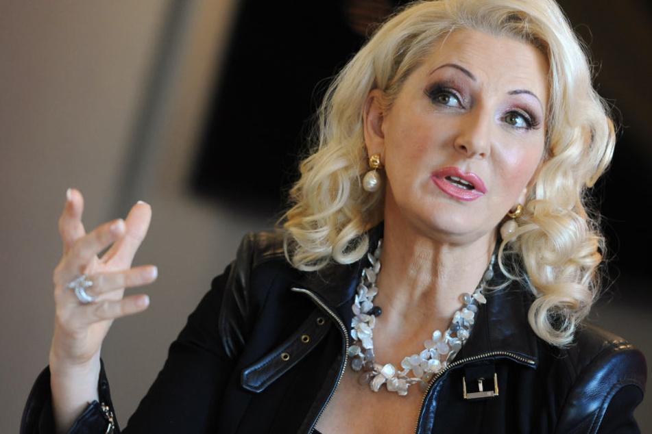 Désirée Nick (60) ist bekannt für ihre scharfe Zunge bekannt. Macht sie jetzt auch mit viel nackter Haut von sich reden?
