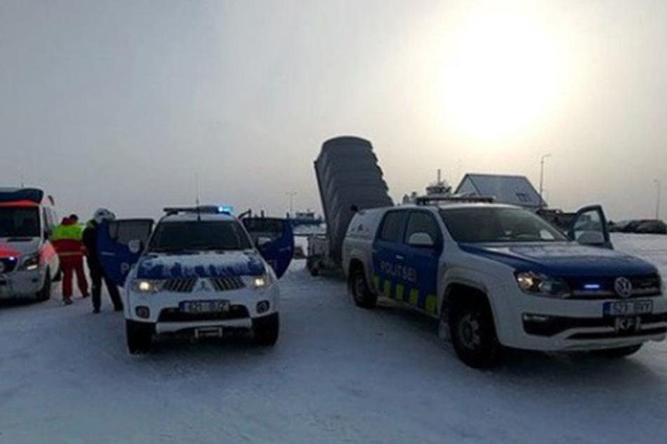 Die herbeigeeilten Rettungskräfte konnten zwei Menschen retten.