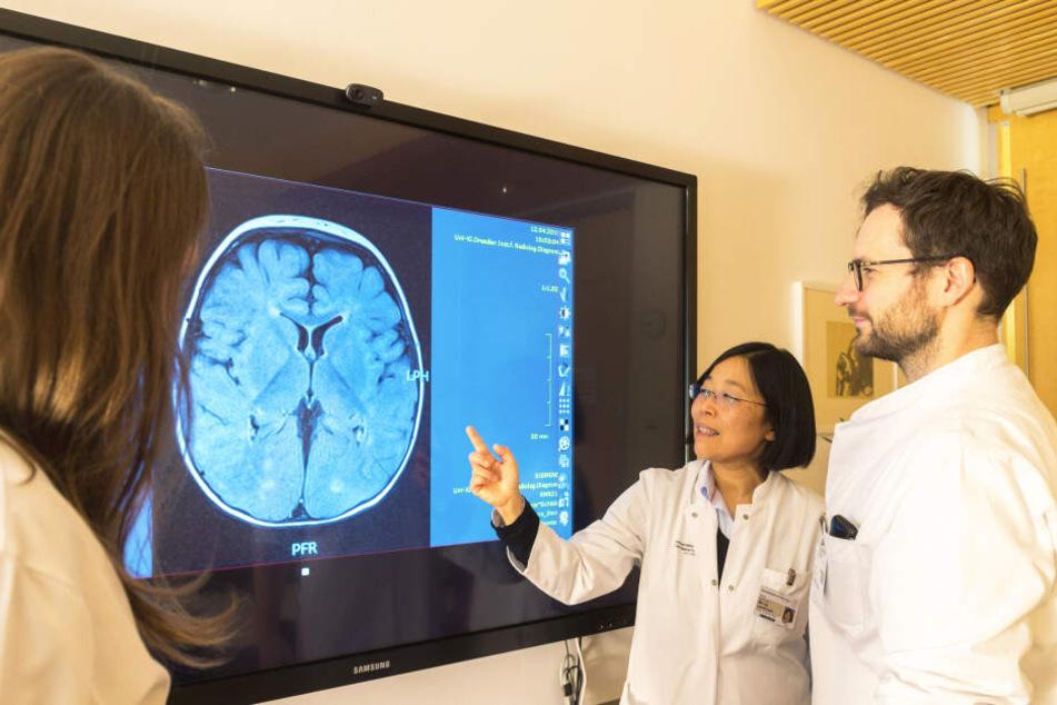 Sie spüren seltene Krankheiten auf: USE-Professorin Min-Ae Lee-Kirsch (52) mit ihren Kollegen.