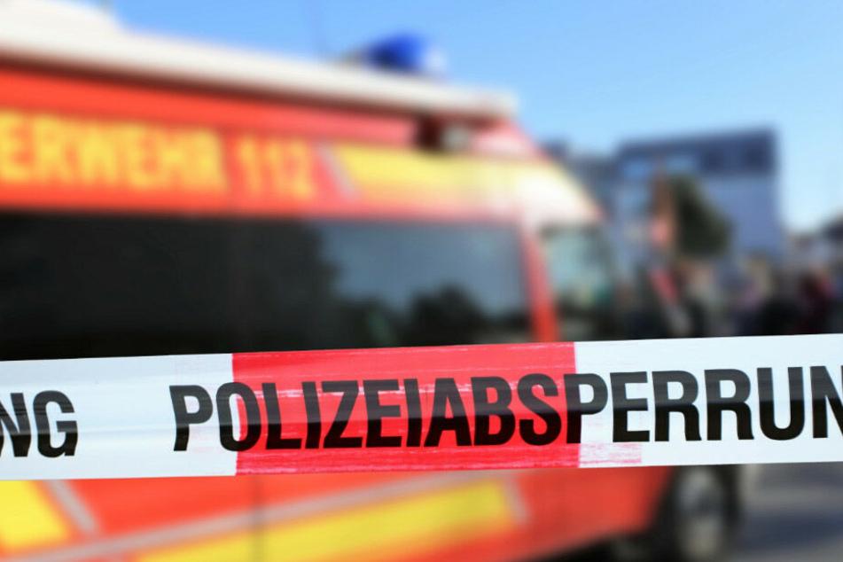Ein 57 Jahre alter Fußgänger ist bei einem Unfall ums Leben gekommen. (Symbolbild)