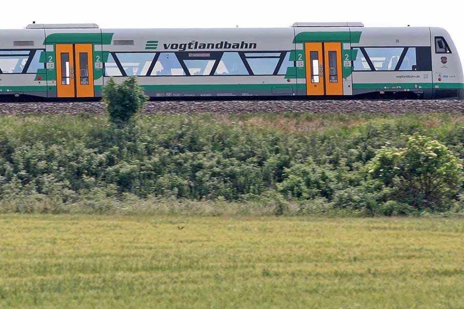 Die Vogtlandbahn erfasste die Person im Gleisbereich. (Symbolbild)