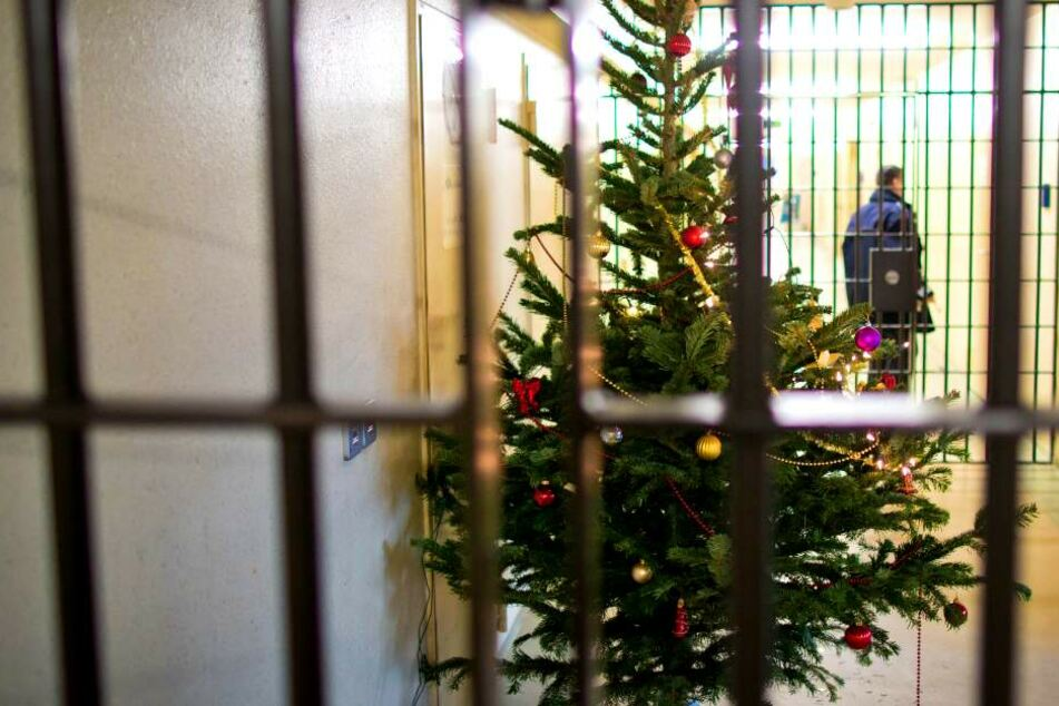 Von Gänsekeule bis zum Konzert: So läuft Weihnachten in Berliner Gefängnissen!
