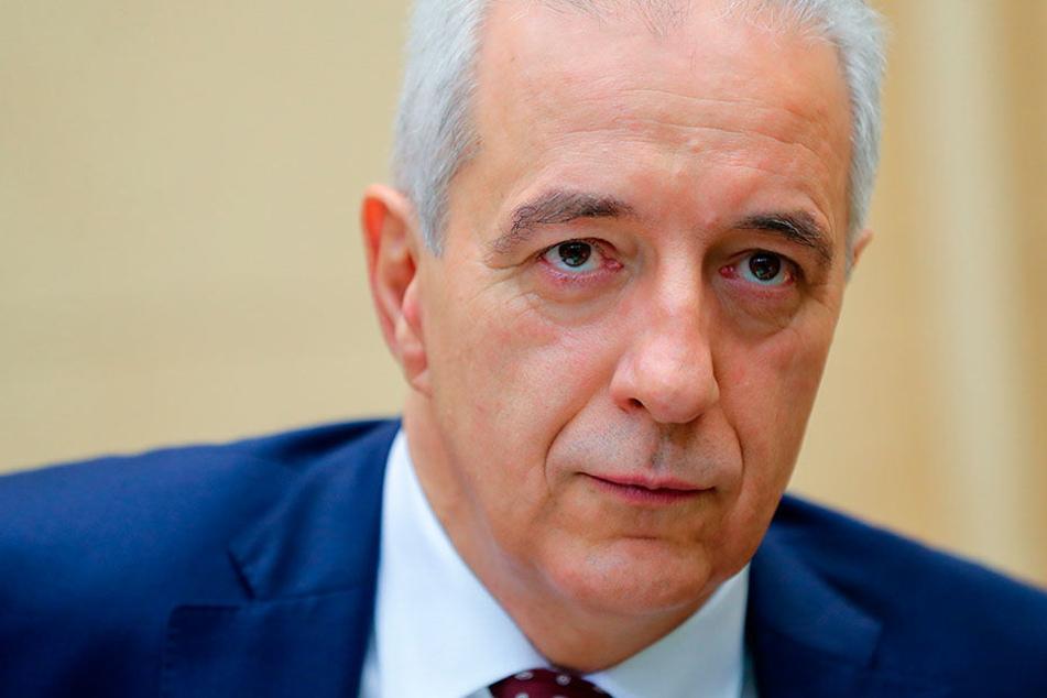 Sachsens Ministerpräsident Stanislaw Tillich (58, CDU) stemmt sich gegen strengere Umweltauflagen.