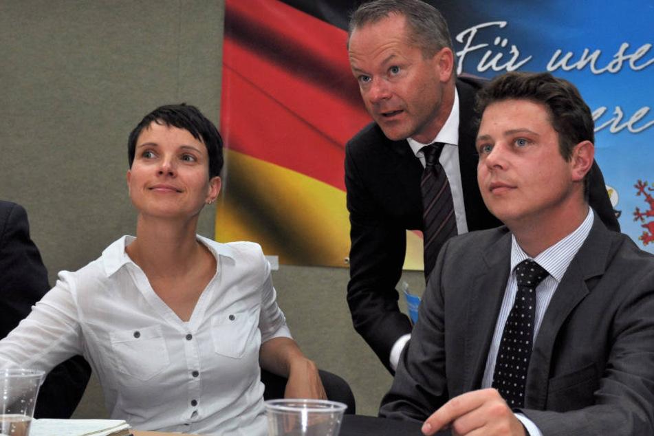 Stephan Reuken (re.) neben Frauke Petry am 26.08.2016 im Anklamer Volkshaus (Mecklenburg-Vorpommern).