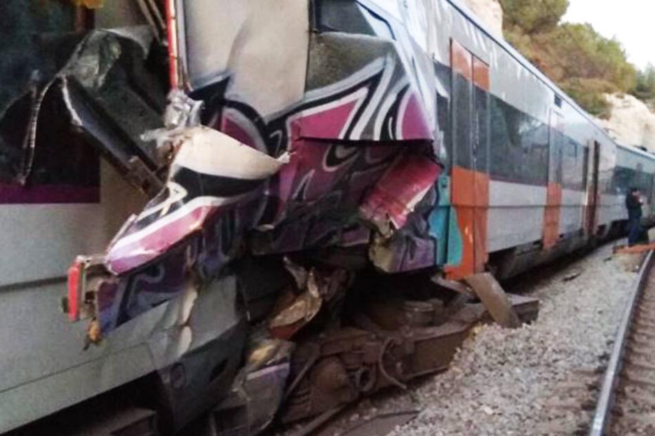 Zwei S-Bahnen stoßen frontal zusammen: Eine Tote, 16 Verletzte!