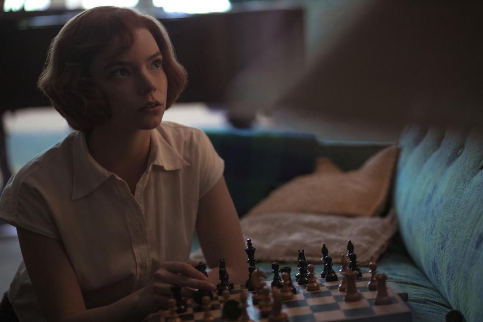 In der Netflix-Serie spielt Anya Taylor-Joy (24) die Schachspielerin Elizabeth Harmon. Filiz doubelt ihre Hände.