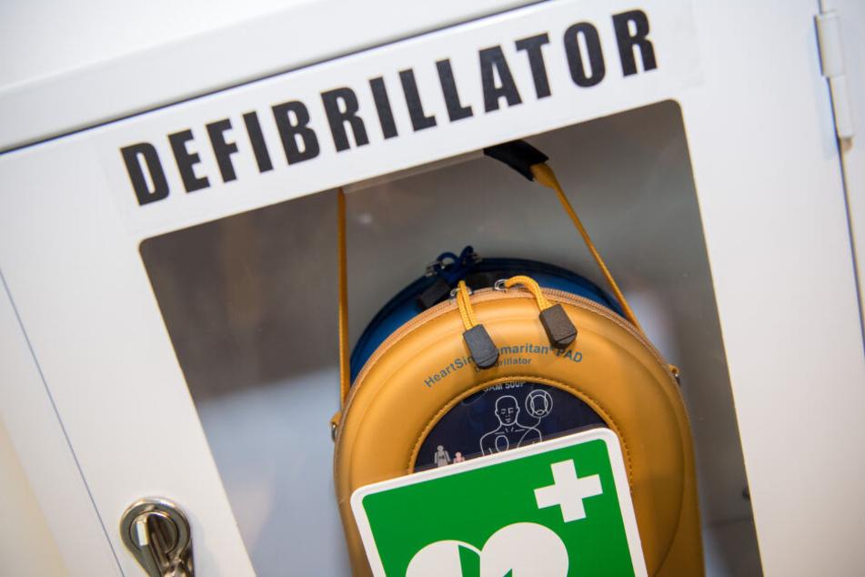 Die Retter nutzten einen Defibrillator, der nahe des Gleises am Hauptbahnhof in München angebracht war. (Symbolbild)