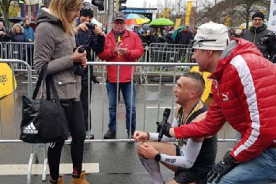Garbiel Svajda nutzte die Gelegenheit, um seiner Freundin einen Heiratsantrag zu machen.