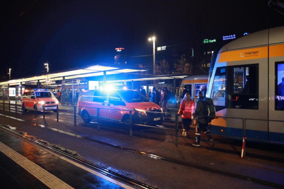 Person vor Leipziger Hauptbahnhof von Straßenbahn erfasst