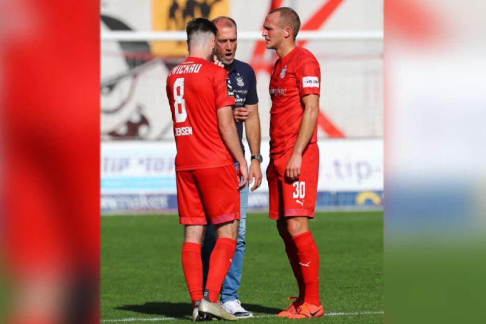 FSV-Coach Joe Enochs bangt um Leon Jensen (l.) und Julius Reinhardt.