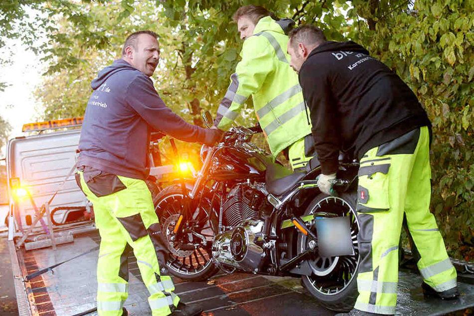 Die Polizei beschlagnahmte mehrere Motorräder.