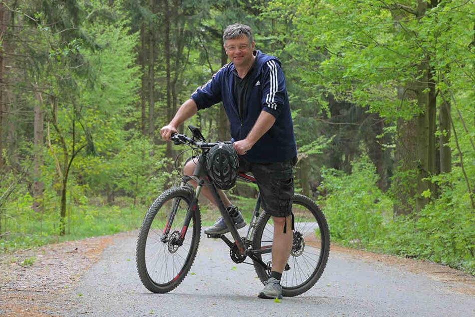 FDP-Chef und Mountainbiker Holger Zastrow (49) wünscht sich mehr Asphaltwege durch die Dresdner Heide.