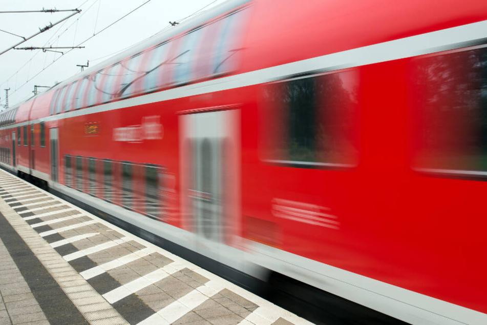 Die drei Männer waren in einem Regionalzug von leipzig nach Chemnitz unterwegs. (Symbolbild)