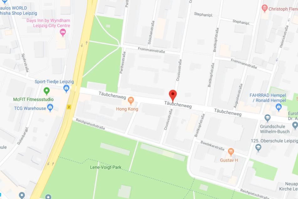 Auf dem Parkplatz eines Einkaufsmarkts im Leipziger Täubchenweg wurde der 23-Jährige ausgeraubt.