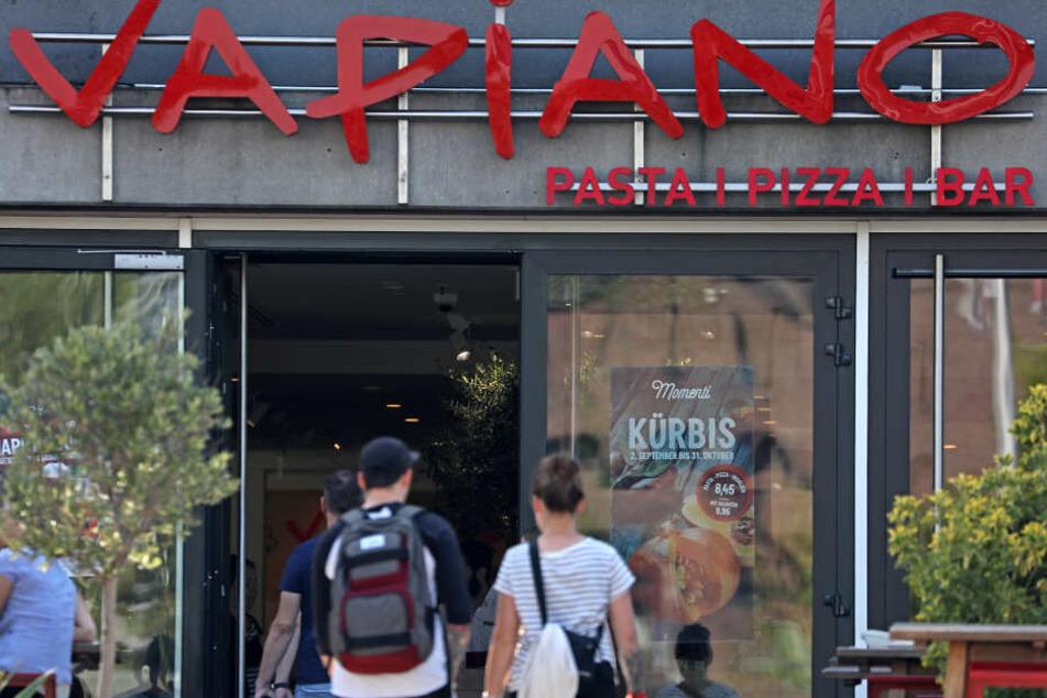 Die angeschlagene Restaurantkette Vapiano hat abermals tiefrote Zahlen geschrieben.