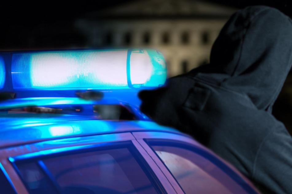 Die Täter trugen dunkle Kleidung und waren vermummt. (Symbolbild)