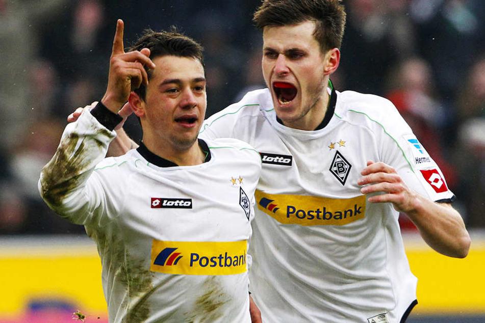 """Spielte seit er sieben Jahre alt war für Borussia Mönchengladbach, feierte dort am 1. April 2012 mit 18 Jahren sein Bundesliga-Debüt und absolvierte insgesamt 28 Spiele für die erste Mannschaft der """"Fohlen""""."""