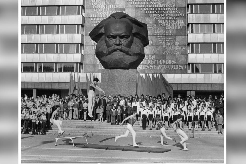 Vor dem von Lew Kerbel geschaffenen Monument zelebrierte die DDR-Führung regelmäßig Großveranstaltungen.