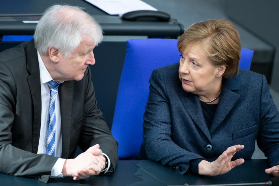 Angela Merkel hat mit Horst Seehofer bereits das Gespräch gesucht.