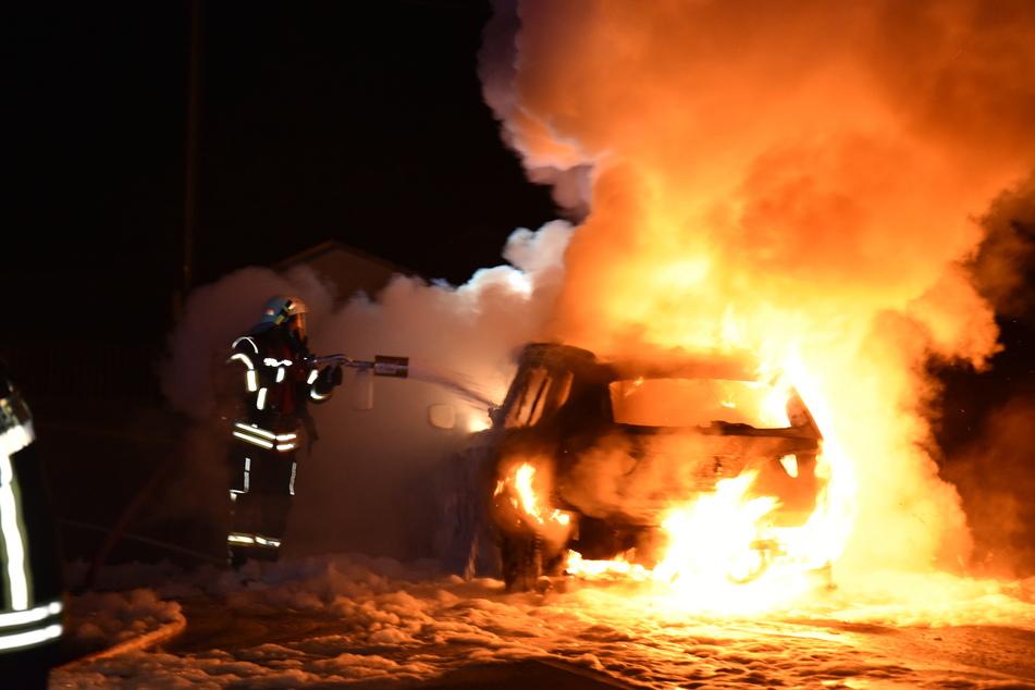 Die Feuerwehr bekämpfte die Flammen.