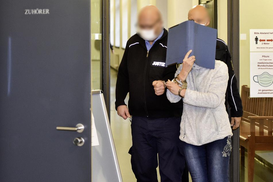 Sie wollte die schwangere Geliebte ihres Mannes ermorden lassen: Frau vor Gericht