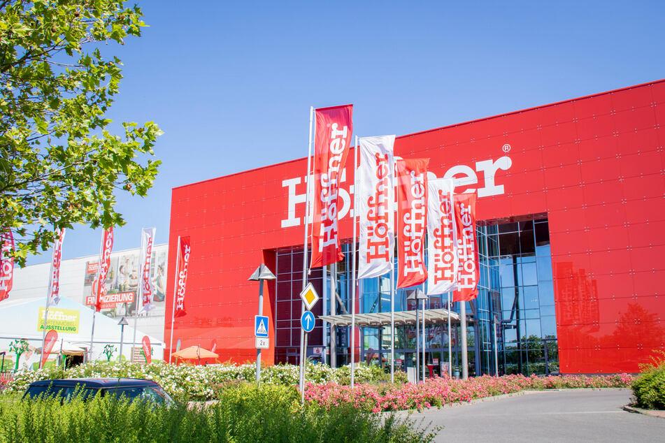Ansturm bei Höffner Berlin-Schönefeld! Am Sonntag gibt's Personal-Rabatt für alle!