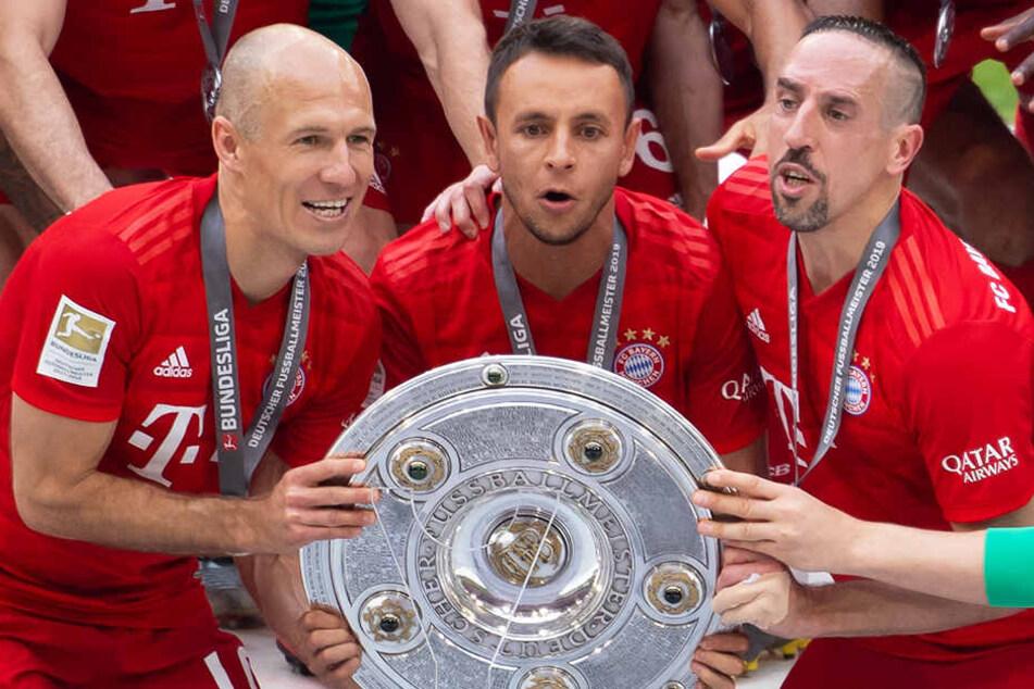 Die Abgänge von Arjen Robben (l.), Rafinha (M.) und Franck Ribery hat der FC Bayern München noch nicht auffangen können.