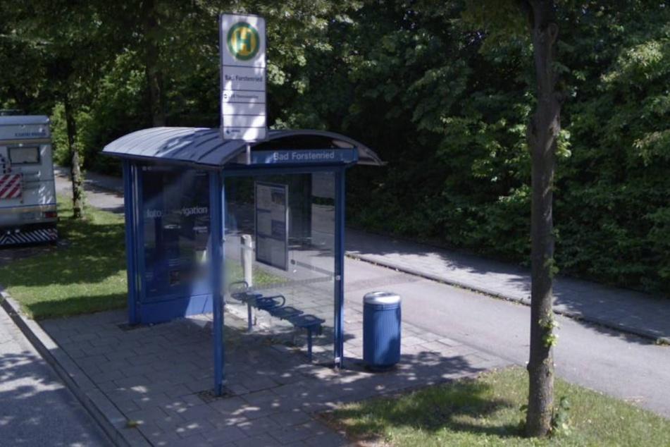"""Die Mutter wartete mit ihrem Sohn an der Haltestelle """"Bad Forstenried"""". (Archivbild)"""