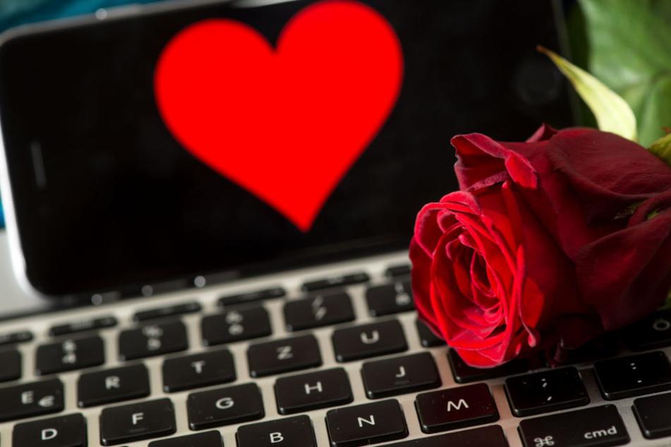 Gefahr bei Online-Dating: Frauen mit mieser Masche um Geld gebracht