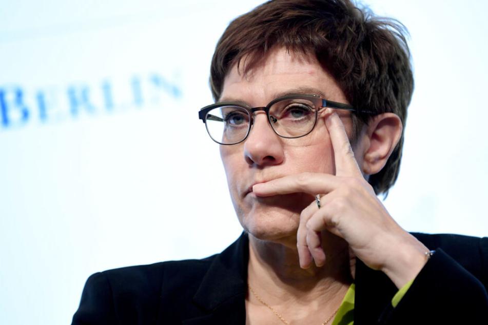 Die CDU-Chefin Annegret Kramp-Karrenbauer muss sich vor dem Bundesparteitag in Leipzig viel Kritik gefallen lassen.