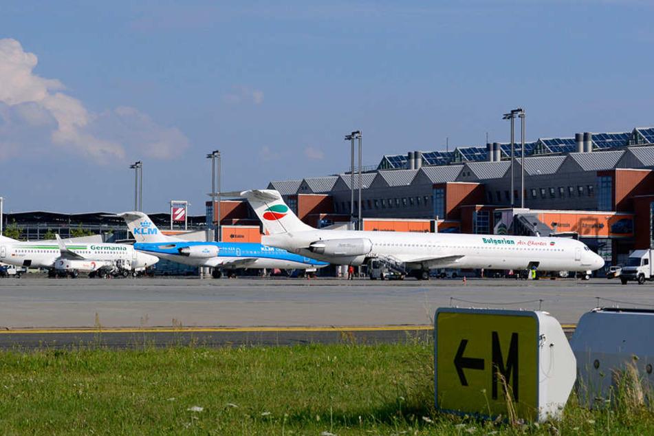 Der Flughafen Dresden muss zwar immer wieder den Verlust von Verbindungen verschmerzen. Doch die Passagierzahlen steigen.