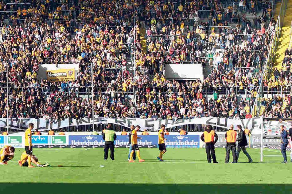 Einer der dunkelsten Tage in der Vereinsgeschichte: Abstieg gegen Arminia Bielefeld 2014, damals allerdings im dritten Jahr.