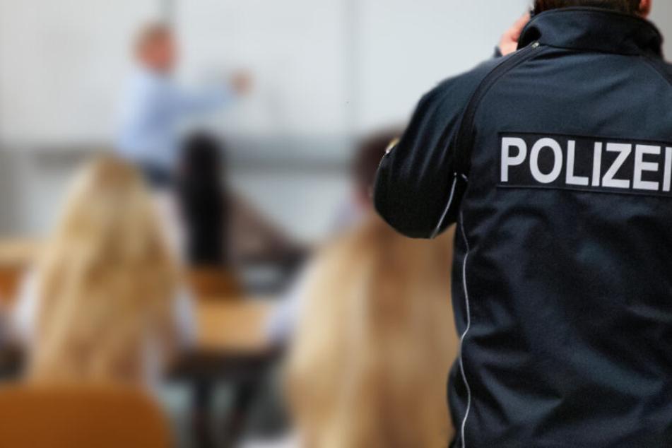 Schüler rastet im Unterricht komplett aus: Polizei greift ein