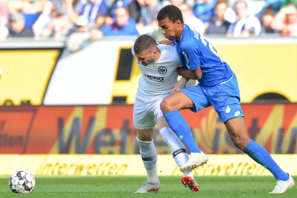 Rodríguez wirft in den Lauf von Olić, der flach an Baumann scheitert.